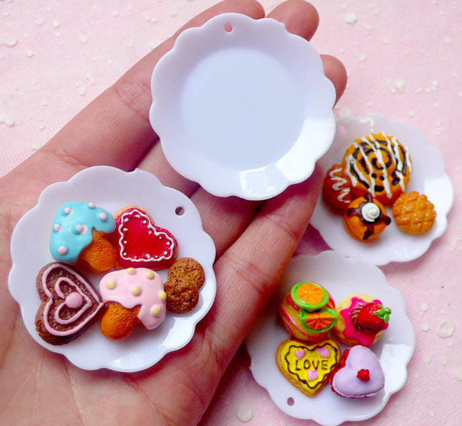 Miniature Plate Charms in Flower Shape (45mm / 4 pcs / White / Flat Back) Cute Dollhouse Food DIY Kitsch Jewelry Kawaii Scrapbooking MC32
