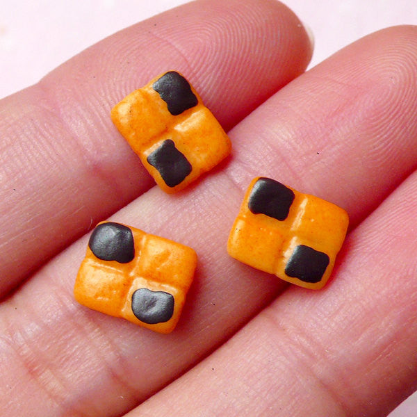 Kawaii Doll Food Cabochon / Miniature Checkerboard Cookie Cabochon (3pcs / 7mm x 9mm) Tiny Biscuit Dollhouse Sweets Decoden Supplies FCAB215
