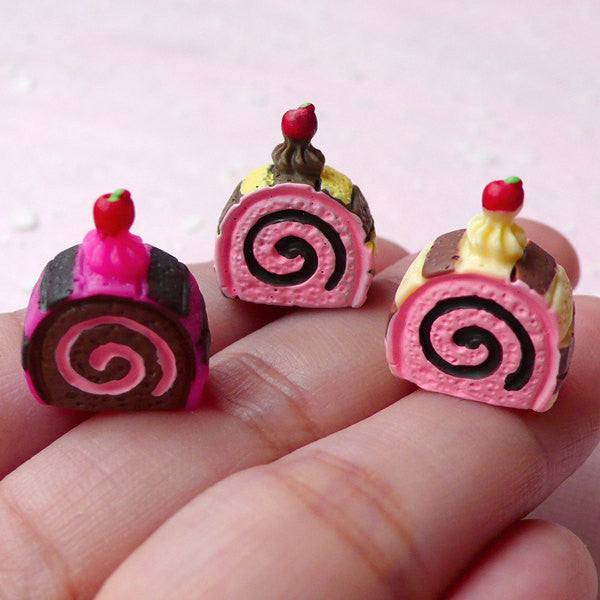 Miniature Swiss Roll Cabochon Mix (3pcs / 15mm x 17mm / 3D) Dollhouse Sweets Sponge Cake Roll Jelly Roll Cream Roll Kawaii Decoden FCAB247