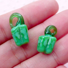 3D Green Pepper Lampwork Charm / Bell Pepper Glass Charm / Sweet Pepper Glass Pendant (2pcs / 9mm x 19mm) Miniature Vegetable Food CHM2033