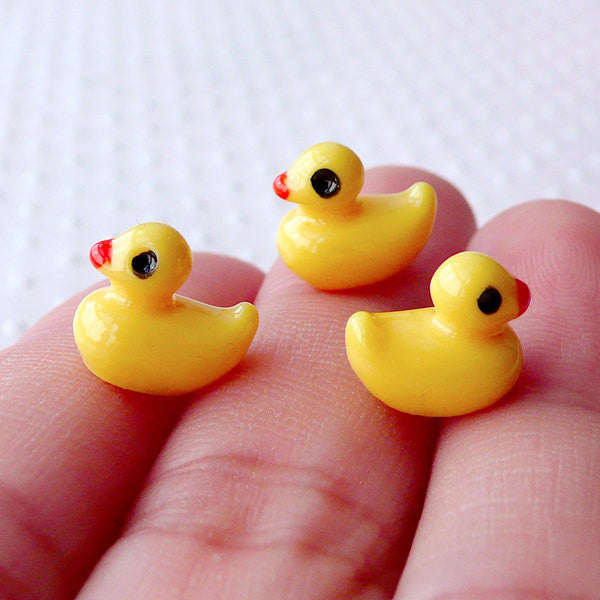 Miniature Yellow Rubber Duck Cabochon in 3D (7mm x 9mm / 3pcs) Dollhouse Animal Kawaii Charms Making Decoden Case Embellishment CAB501