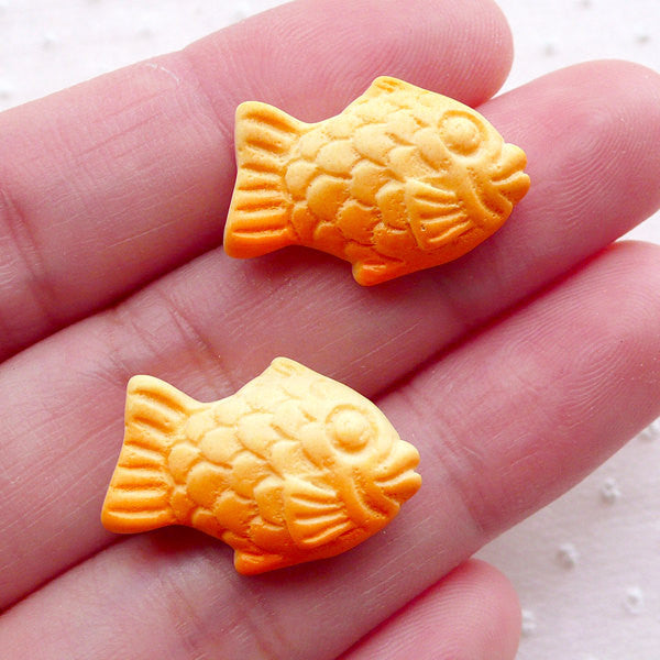 Taiyaki Fish Cabochon (2pcs / 20mm x 15mm / Flat Back) Fake Food Craft Decoden Dollhouse Sweets Mini Japanese Cake Miniature Dessert FCAB375