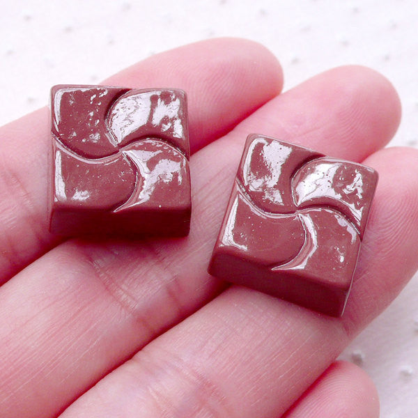 Square Bonbon Chocolate Fudge Cabochon in 3D (2pcs / 16mm x 15mm) Fake Candy Faux Food Kawaii Phone Decoration Cute Sweets Decoden FCAB368