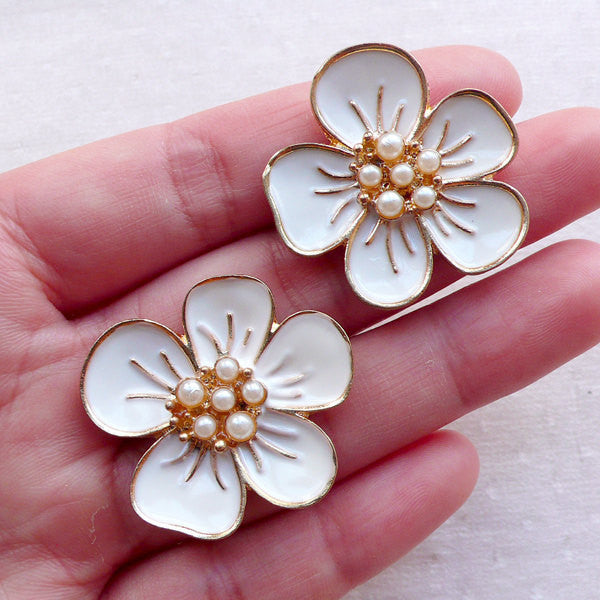 Floral Metal Cabochon with Pearl / Flower Enamel Cabochon (2pcs / 31mm x 28mm / Gold & White) Hairbow Centers Hair Jewellery Making CAB552
