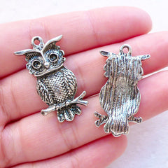 Silver Owl Charms (3pcs / 17mm x 30mm / Tibetan Silver) Animal Jewelry Bird Pendant Earrings Zipper Pull Keychain Bookmark Charm CHM2377