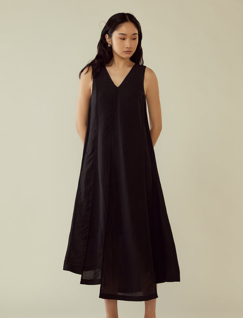 v-neck panelled long dress- black