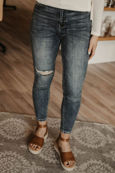 Medium Wash - High Rise - Lightly Distressed - Skinny Jeans