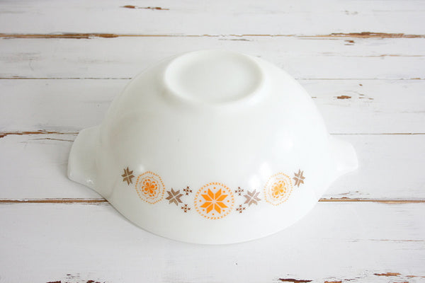 SOLD - Vintage Town and Country 4Qt Pyrex Cinderella Mixing Bowl