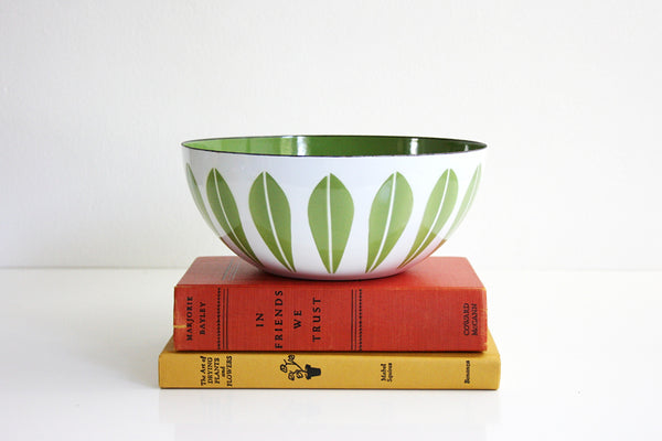 SOLD - Vintage Cathrineholm Avocado Green on White Enamel Lotus Bowl / Mid Century Modern 8 Inch Enamel Bowl