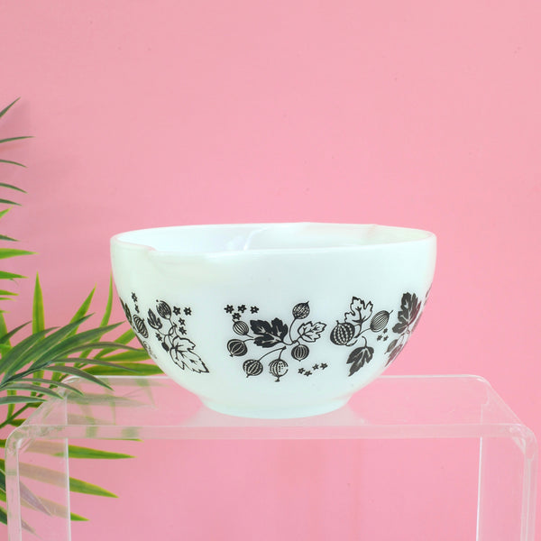 SOLD - Vintage Pyrex Black & White Gooseberry 441 Cinderella Bowl
