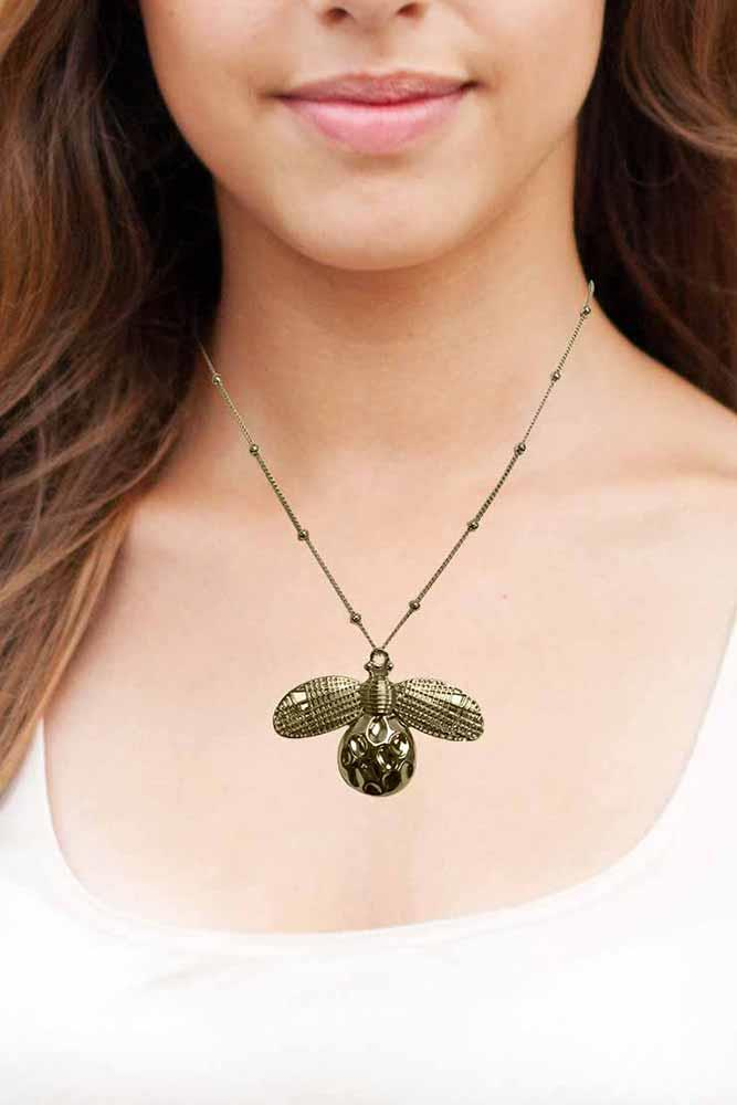 Gold Tone Bumble Bee Pendant Chain Necklace