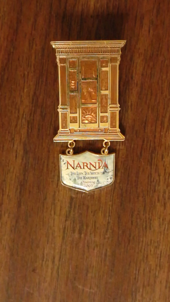 Pin 43209 WDW - Narnia - The Lion, The Witch, and The Wardrobe - Wardrobe