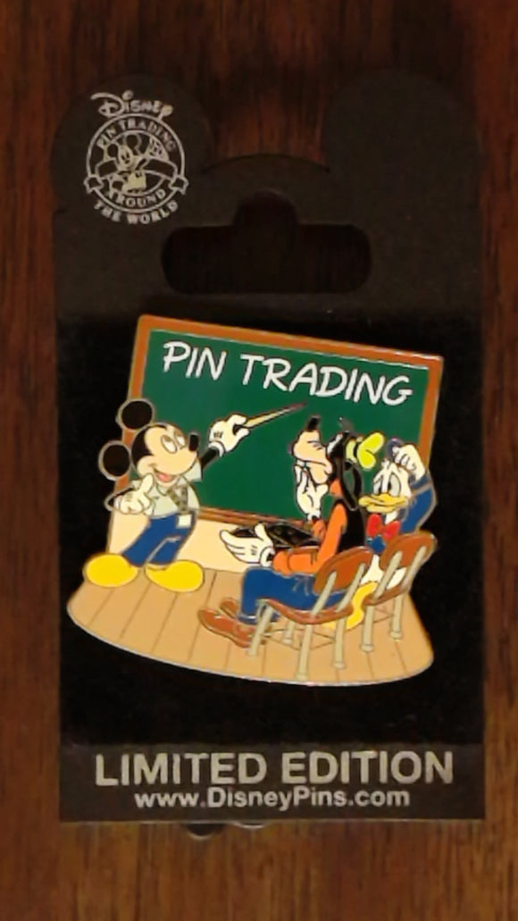 Pin 59130 DCL - Pirates of Castaway Cay - Pin Trading Seminar Pin
