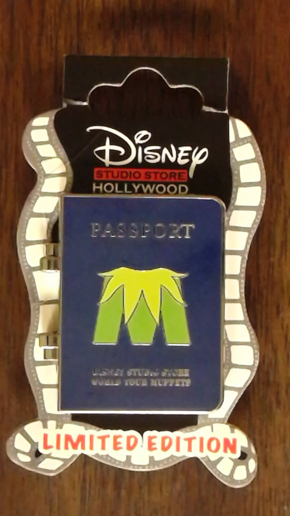 Pin 100503 DSSH Muppets Most Wanted Passport- Gonzo