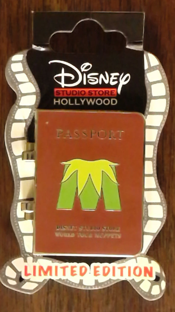 Pin 100506 DSSH Muppets Most Wanted Passport- Fozzie Bear
