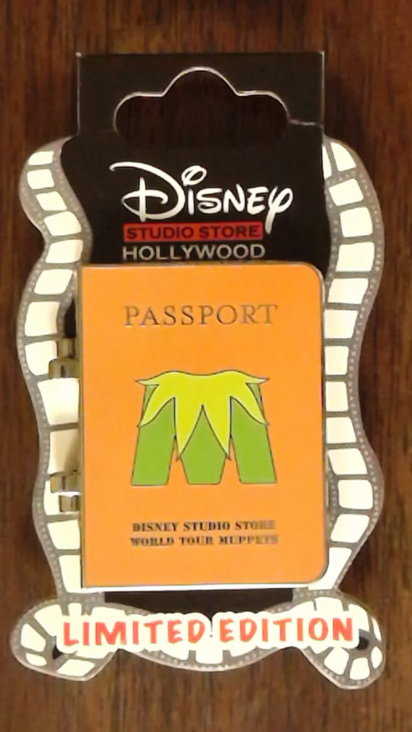 Pin 100505 DSSH Muppets Most Wanted Passport- Animal