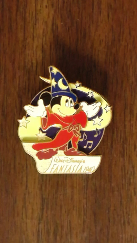 Pin 28670 M&P - Fantasia Series (Sorcerer Mickey on Flying Carpet)