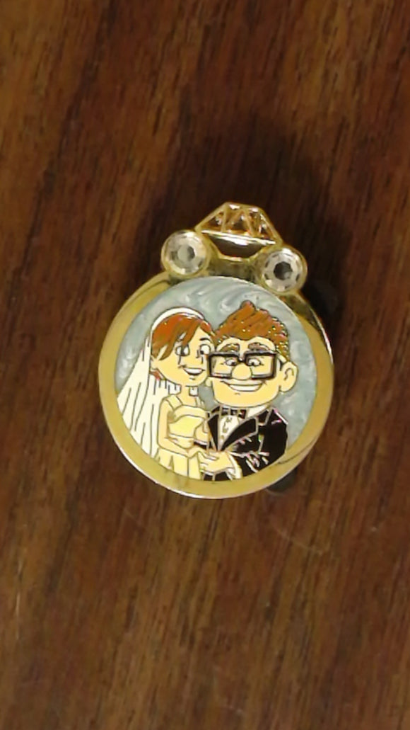 Pin 99635 Disney Couples – Reveal/Conceal Mystery Collection – Carl and Ellie