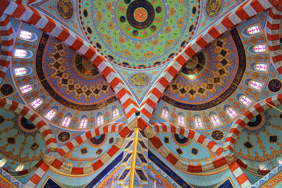 While visiting Erbil, Iraqi Kurdistan, the Jalil Khayat Mosque stood as a colorful, modern marvel