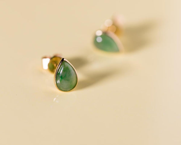 Pear Shape Teardrop Green Stud Earrings in Yellow Gold