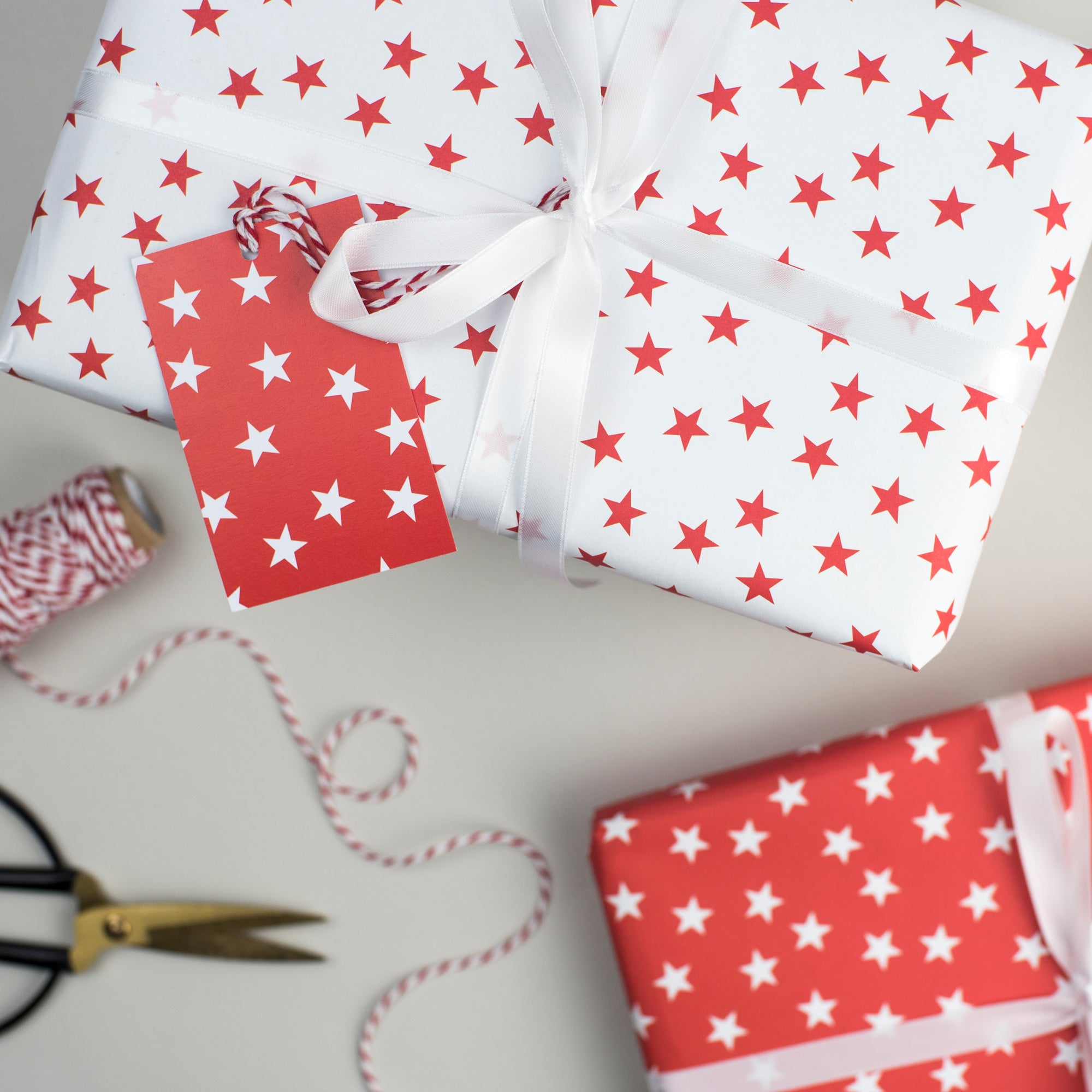 Red Star Christmas Gift Wrap Set Gift Wrap - The Two Wagtails