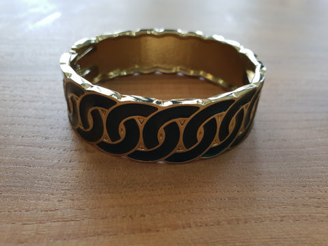 Enamel clasp bangle