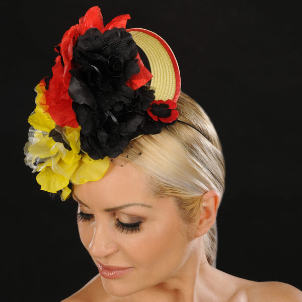 F6027- Ladies straw fascinator with flowers