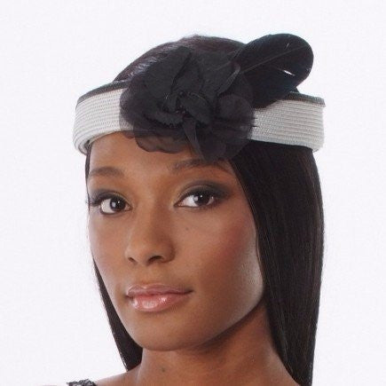 SG5001-Gray and black straw fascinator with small flower/feather