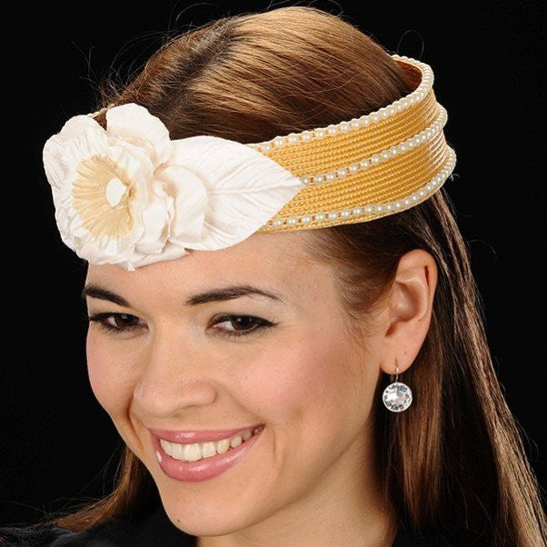 NA1010-Pearl trimmed straw with cream/tan flower