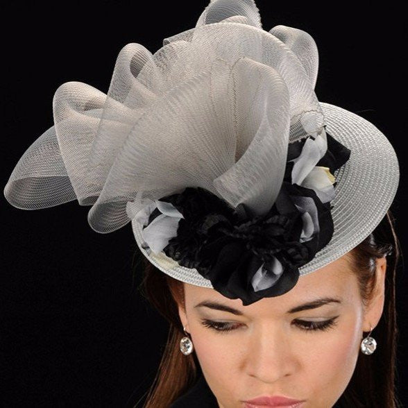 F5009-Silver and grey straw fascinator with horse hair and flower design