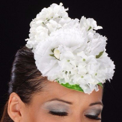 F6020-White and cream fascinator with flowers - SHENOR COLLECTIONS