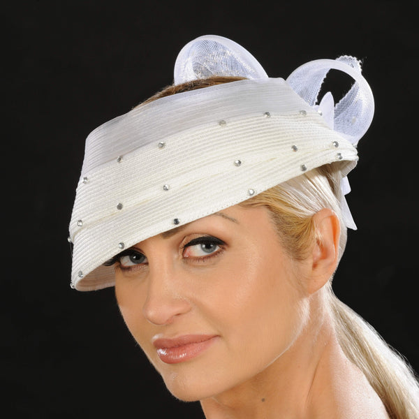 Ladies dress hat in white