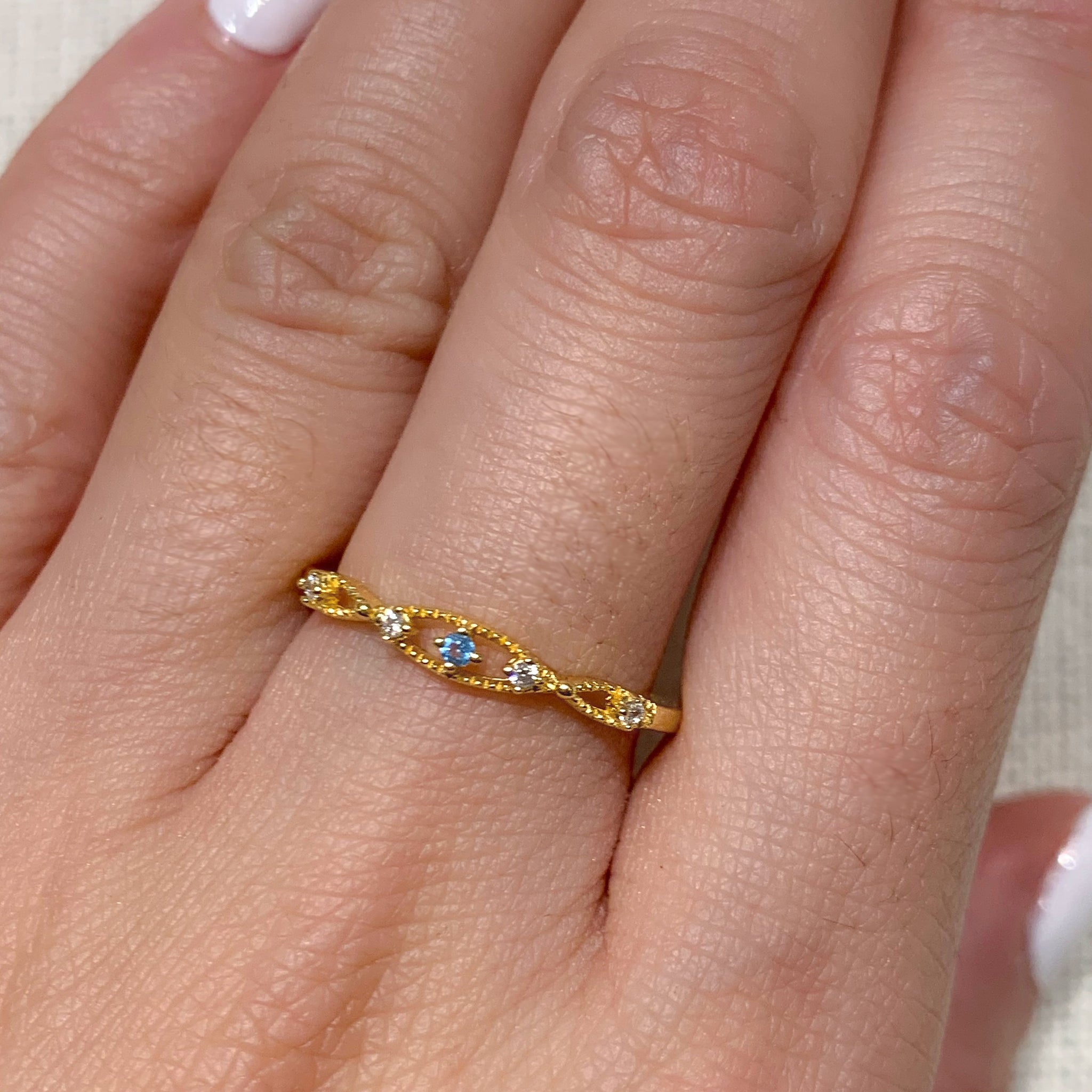 Yellow Gold Kua Blue Topaz Ring