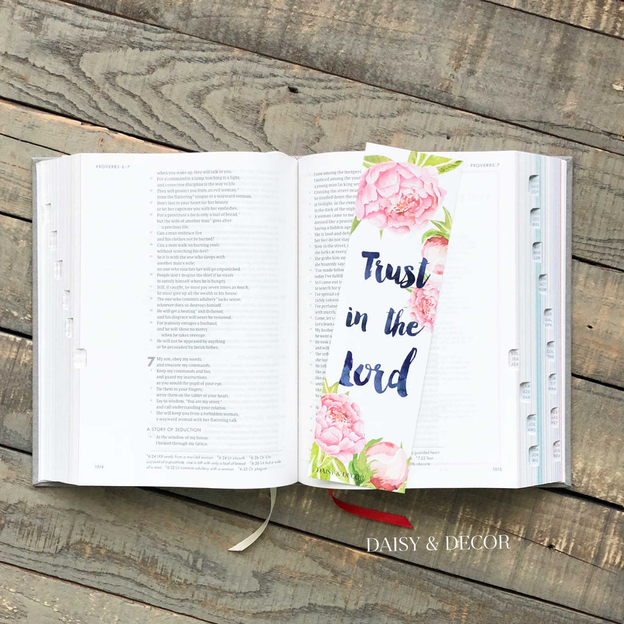 The Perfect Set of 6 bookmarks to use in your Bible, journal, and book!  Perfect as a gift for anyone or yourself! trust in the lord