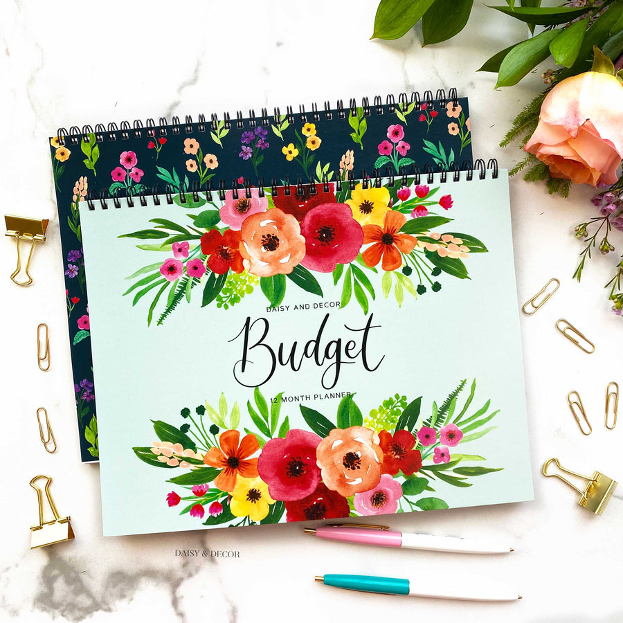 Daisy and Decor Budget planner! These 12 month journals are perfect for anyone! Budget planner, budget book, expenses tracker, bill tracker, debt tracker, savings tracker, yearly budgeting, budgeting tips, how to budget, budgeting for beginners, new home budget, teen budgeting, college budgeting, mom budgeting, how to start budgeting, how to budget,