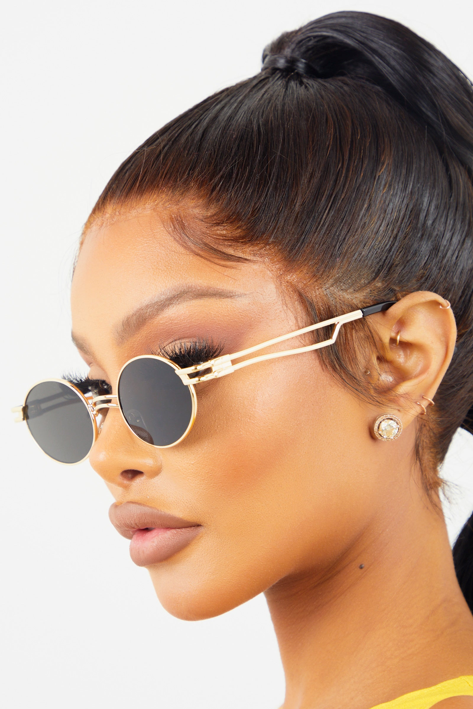 Round Retro Sunglasses - Black/Gold