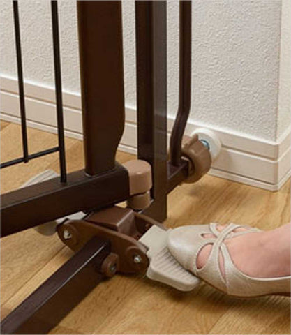 Foot pedal - Hands Free Pet Gate