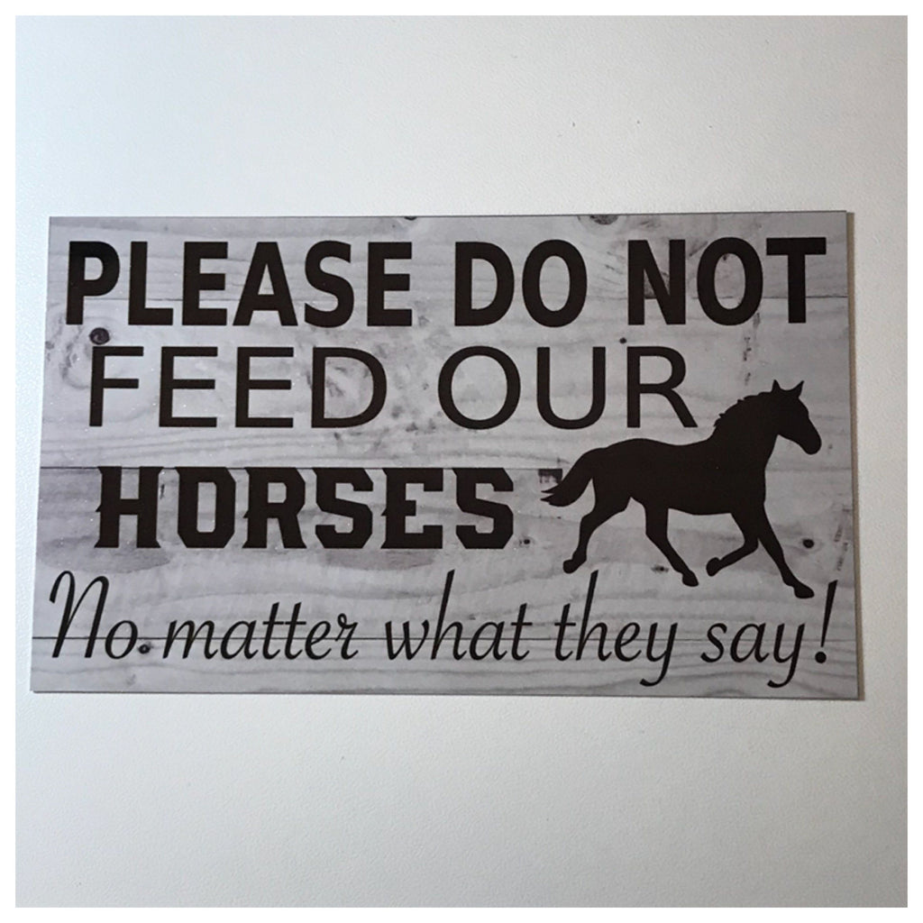 Please Do Not Feed Our Horses Sign Wall Plaque or Hanging - The Renmy Store