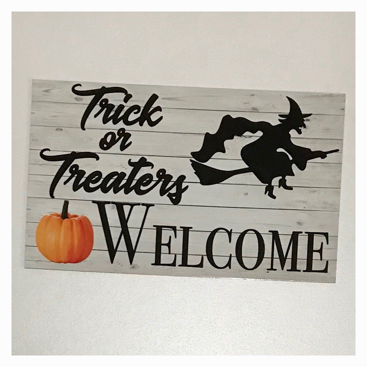 Trick or Treaters Welcome Halloween Sign Wall Plaque or Hanging - The Renmy Store