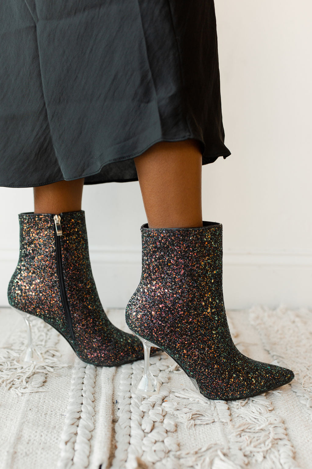 mode, glitter and glow bootie