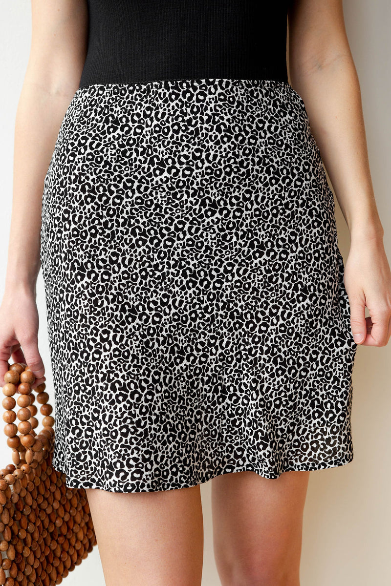 mode, wild hearts leopard mini skirt