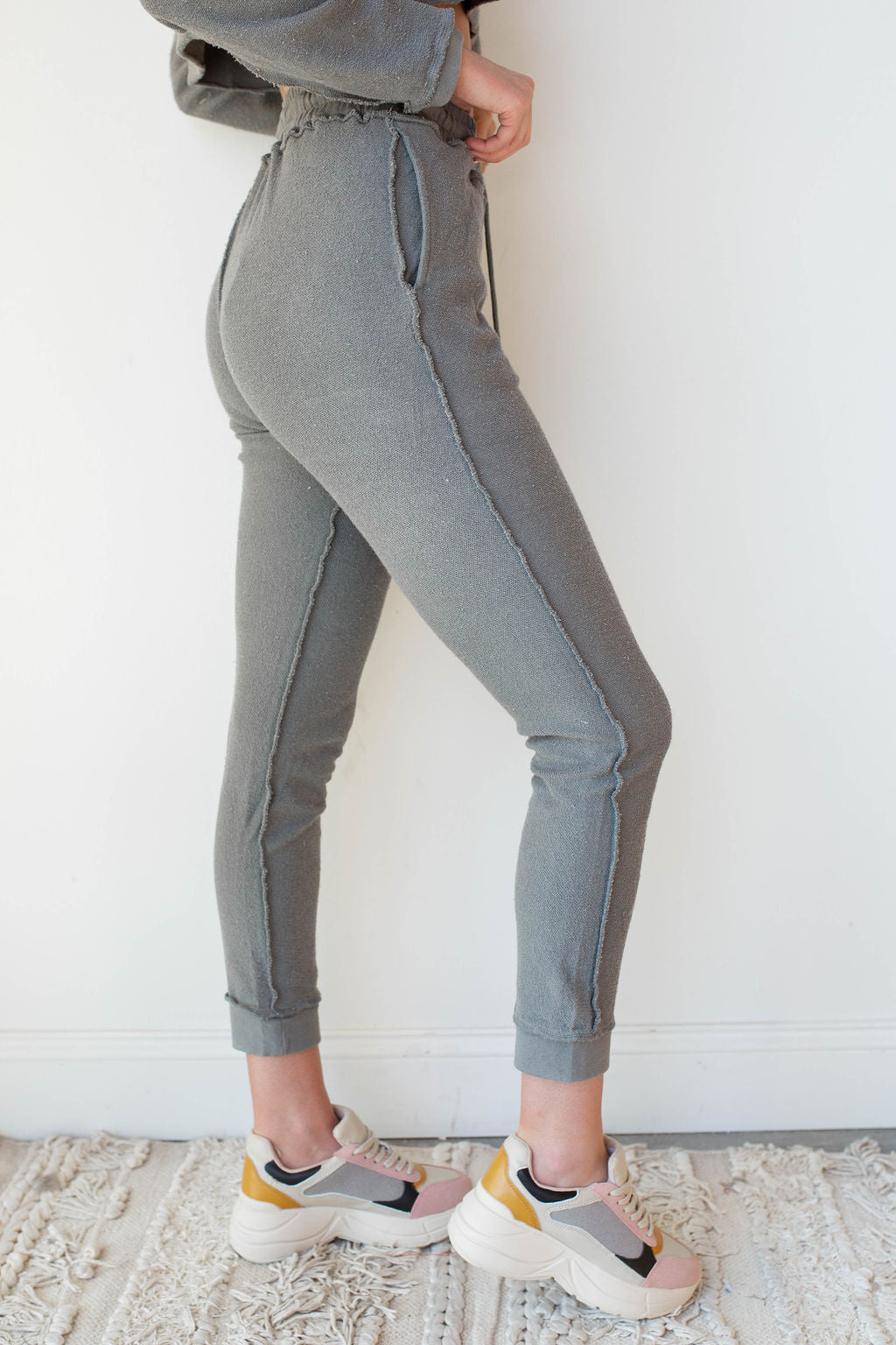 mode, Morning coffee Jogger pants inside out seam