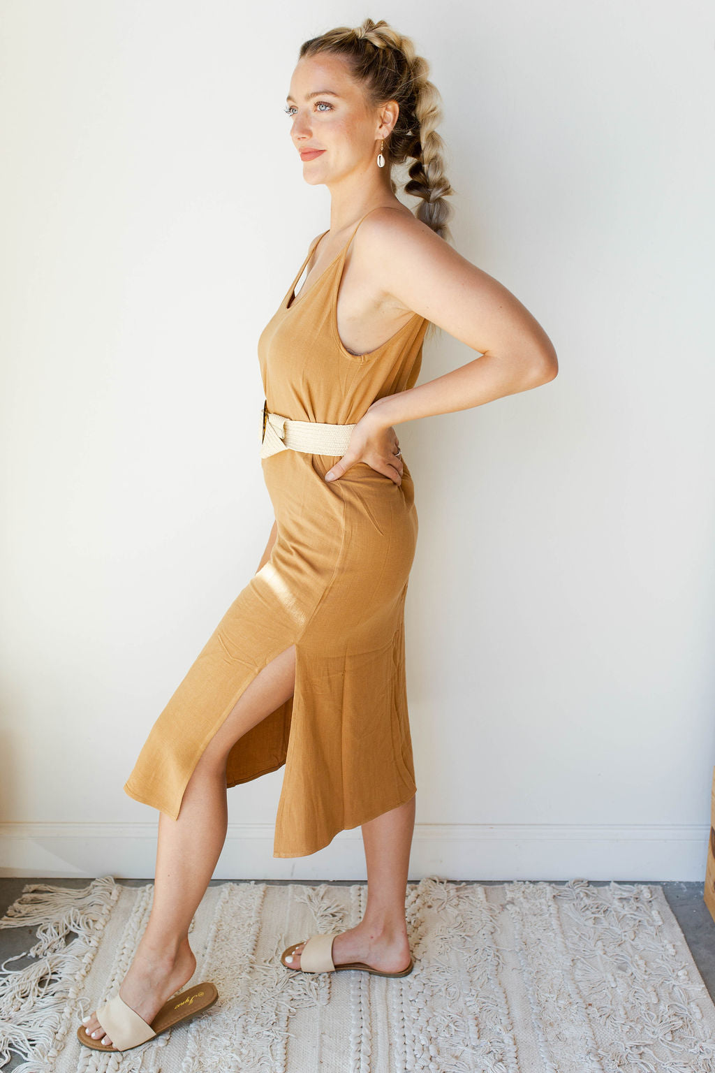 mode, friendly face long slit dress