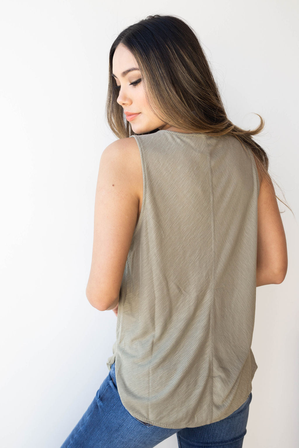 mode, ribbed tank with tie