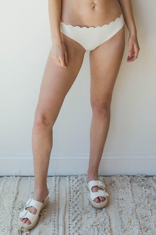 mode, scallop bikini bottoms