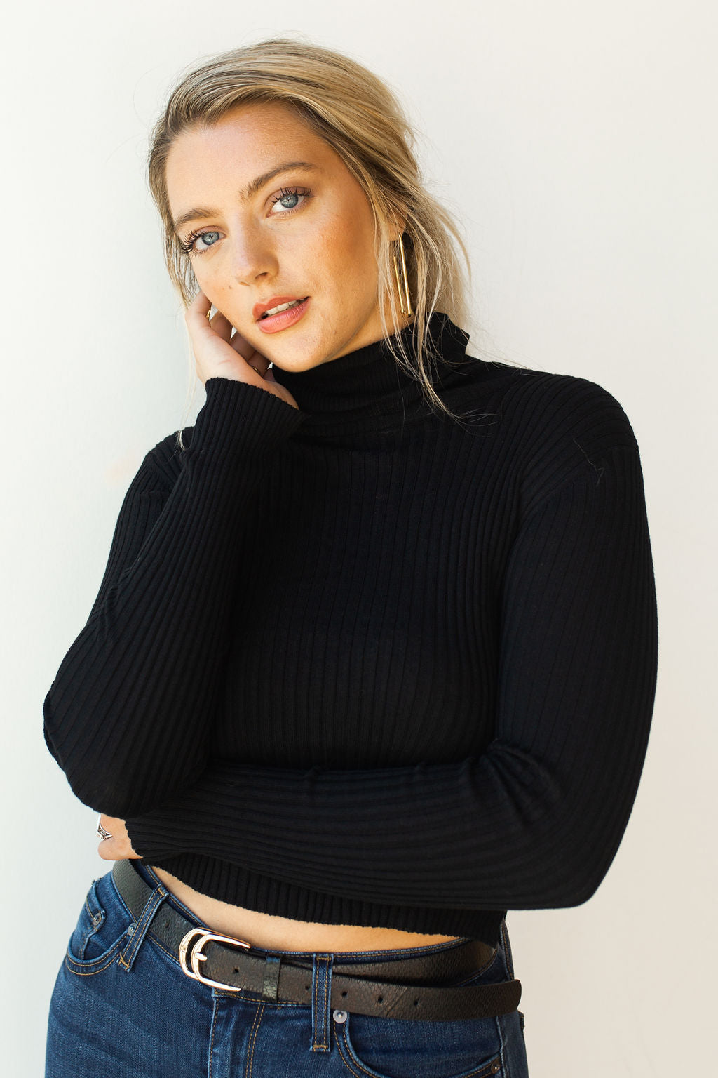 mode, side slit turtle neck crop