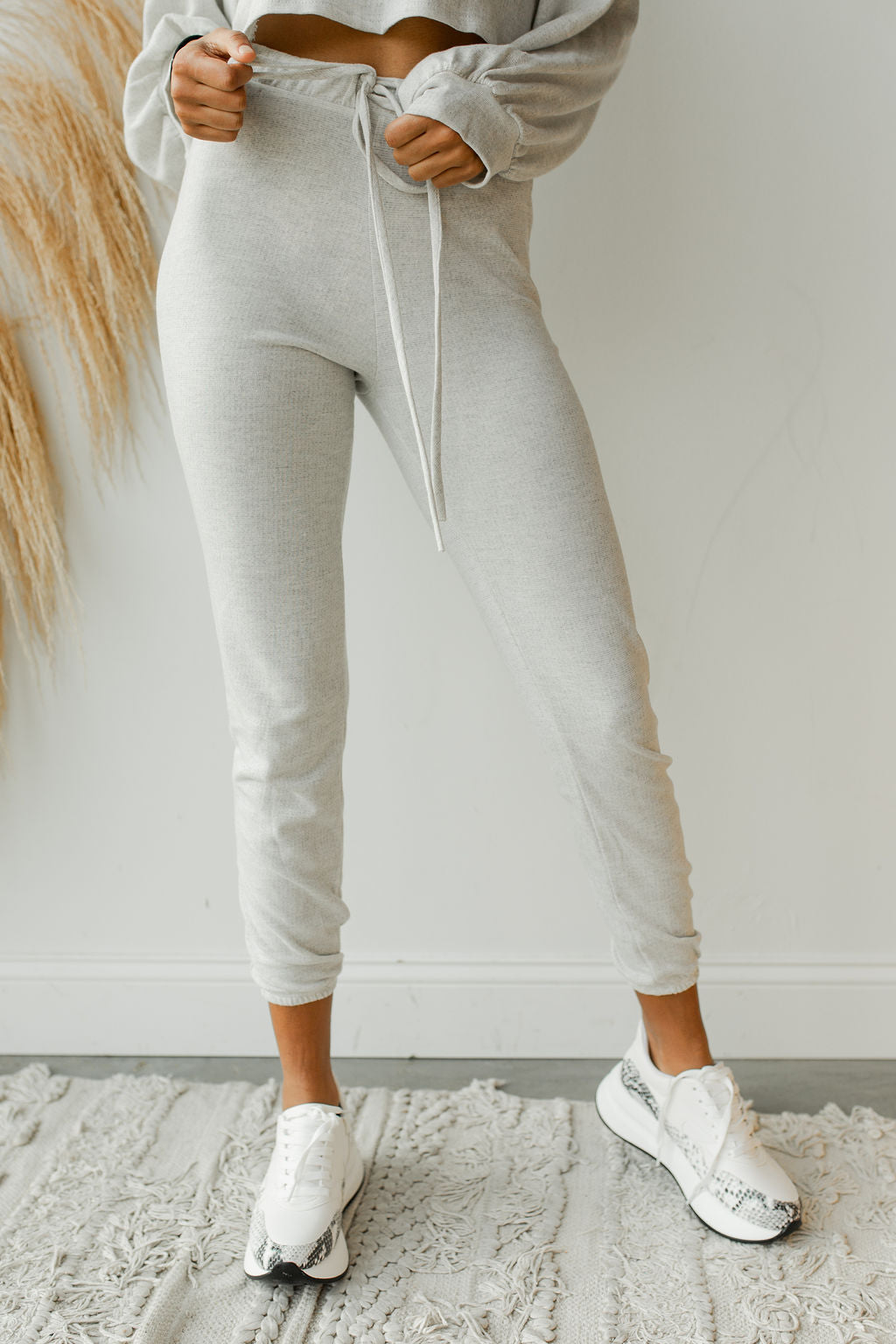 mode, just the basic joggers (set)