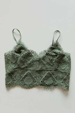 mode, crochet lace bralette