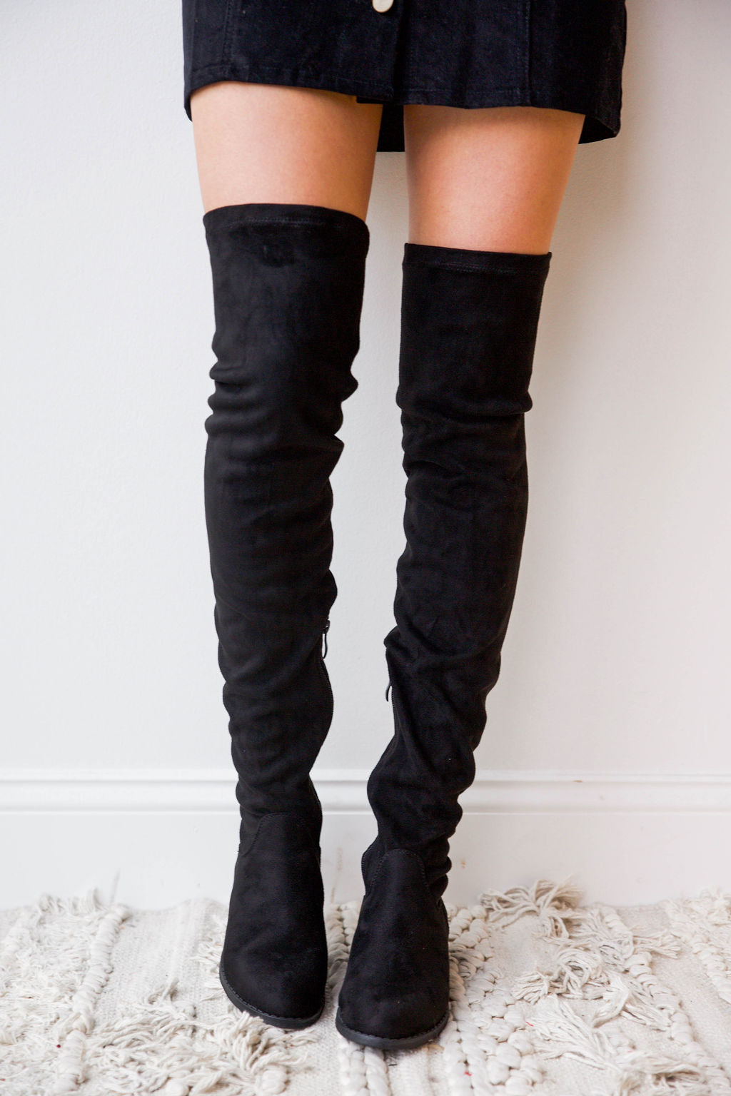 mode, hand up over the knee boot
