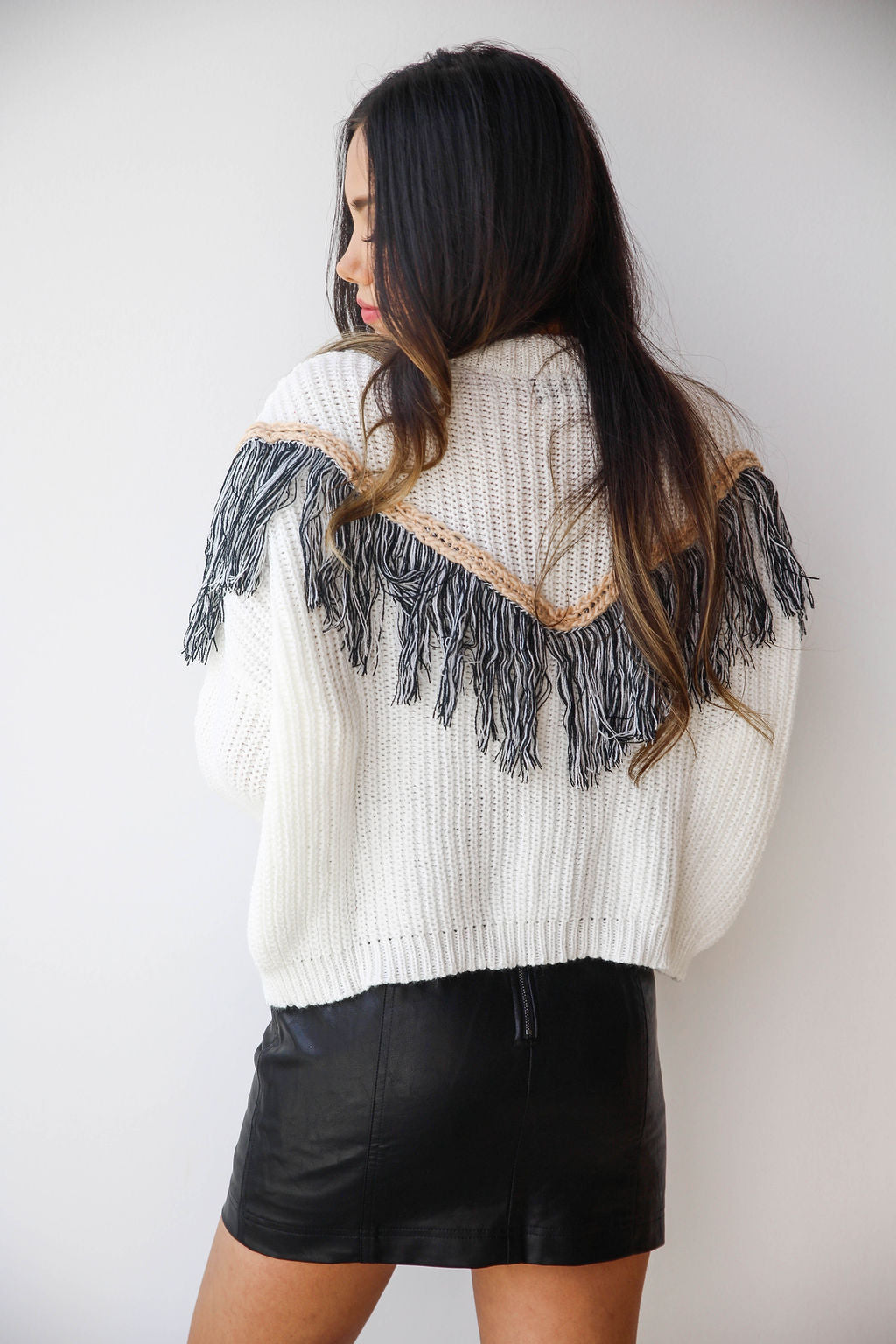 mode, in the fringe sweater
